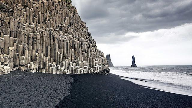 Reynisfjara, Pantai Pasir Hitam Islandia dengan Pemandangan Memukau