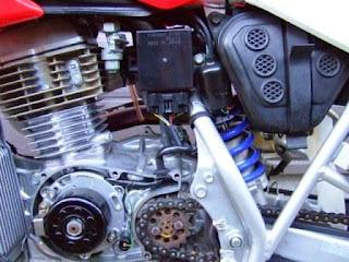 XR100モタード レーシングアウターローター用CDI取付け位置
