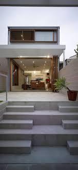 Desain Tangga Depan Rumah Modern