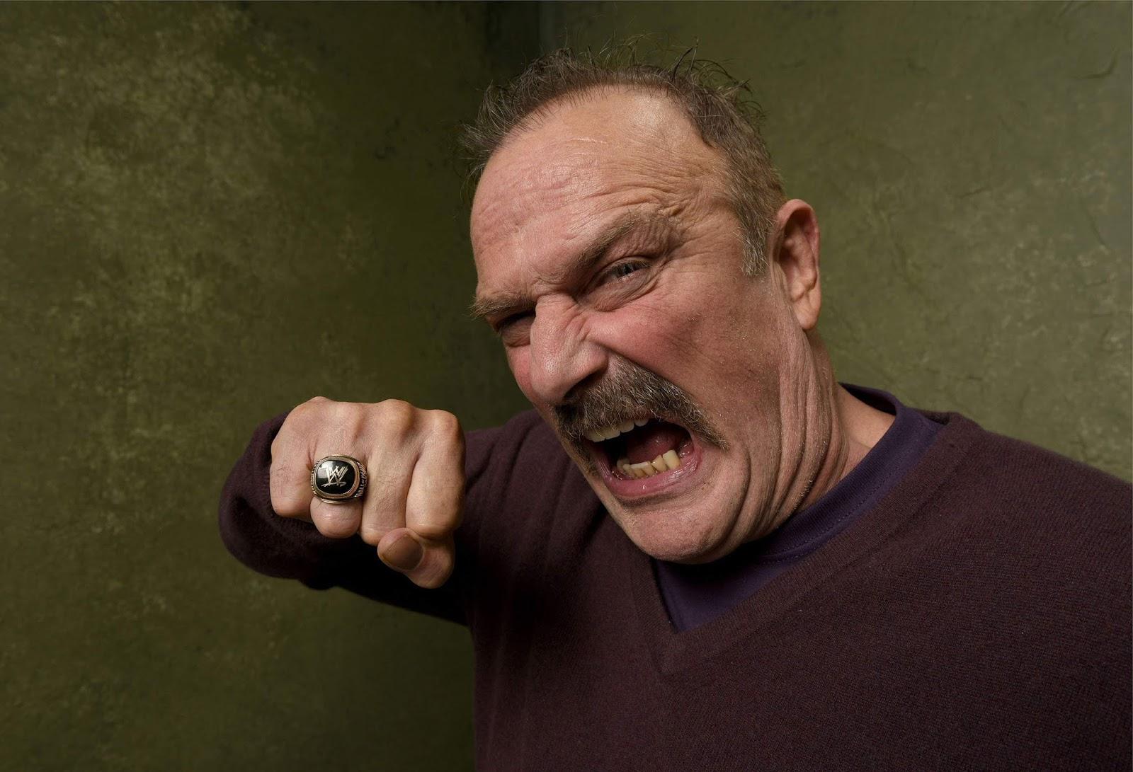 "Jake ""The Snake"" Roberts confronta Cody durante o Dynamite"
