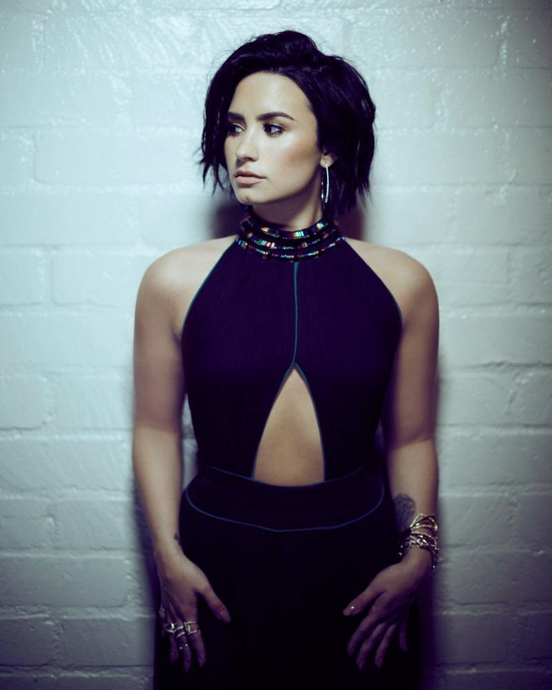 Demi Lovato sexy photoshoot indoor