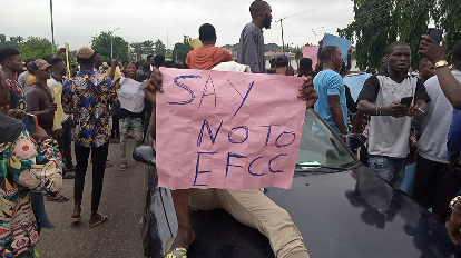 [News] METROTension in Osogbo as suspected internet fraudsters protest EFCC raid