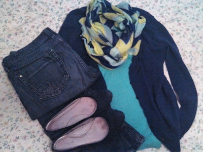 My experiences with a capsule wardrobe: example outfit. Jeans, shirt, cardigan, scarf, shoes.