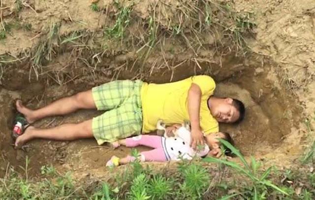 Отец из Китая играет со смертельно больной дочерью в ее будущей могиле