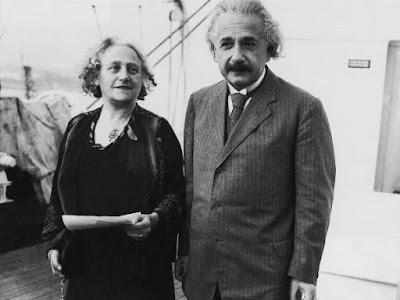 Ейнштейн зустрічався зі своєю двоюрідною сестрою Ельзою.