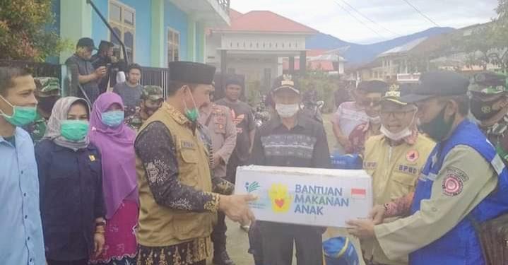 Pasca Banjir, Pemkab Kerinci Serahkan Bantuan di Tiga Desa Tanjung Tanah