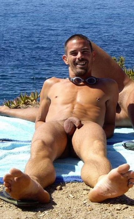 Barefoot Men Nude Beach Fun-7722