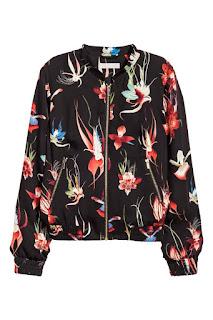 H&M wzorzysta kurtka bomberka bomber jacket wyprzedaż 2017 w H&M co kupić na wyprzedaży