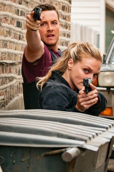 """chicago pd episode 705 brothers keeper promotional photo 02 595 - Chicago PD (S07E05) """"Brother's Keeper"""" Episode Preview"""