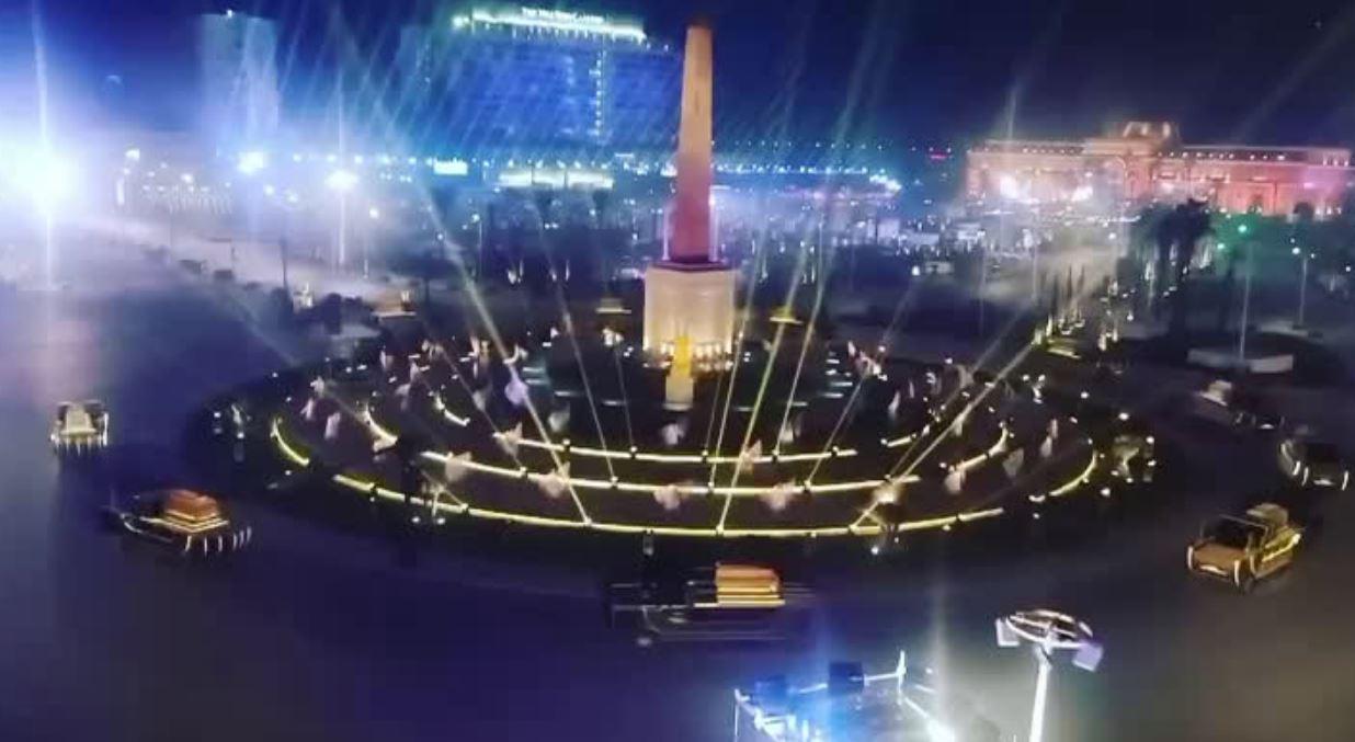 إضاءة ميدان التحرير استعداداً لنقل موكب المومياوات الملكية