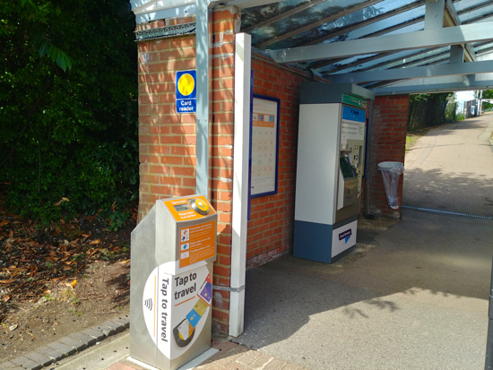 Contactless pay-as-you-go reader at Brookmans Park station - 29 August 2019 Image by North Mymms News released under Creative Commons BY-NC-SA 4.0