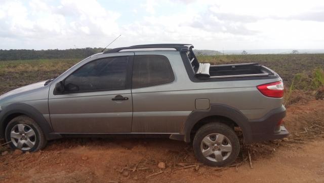 Veículo roubado é recuperado no Povoado Manilha de Baixo em Areia Branca.