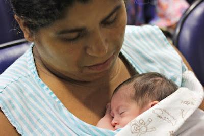 Mãe Canguru: o calor humano que salva vidas completa 40 anos
