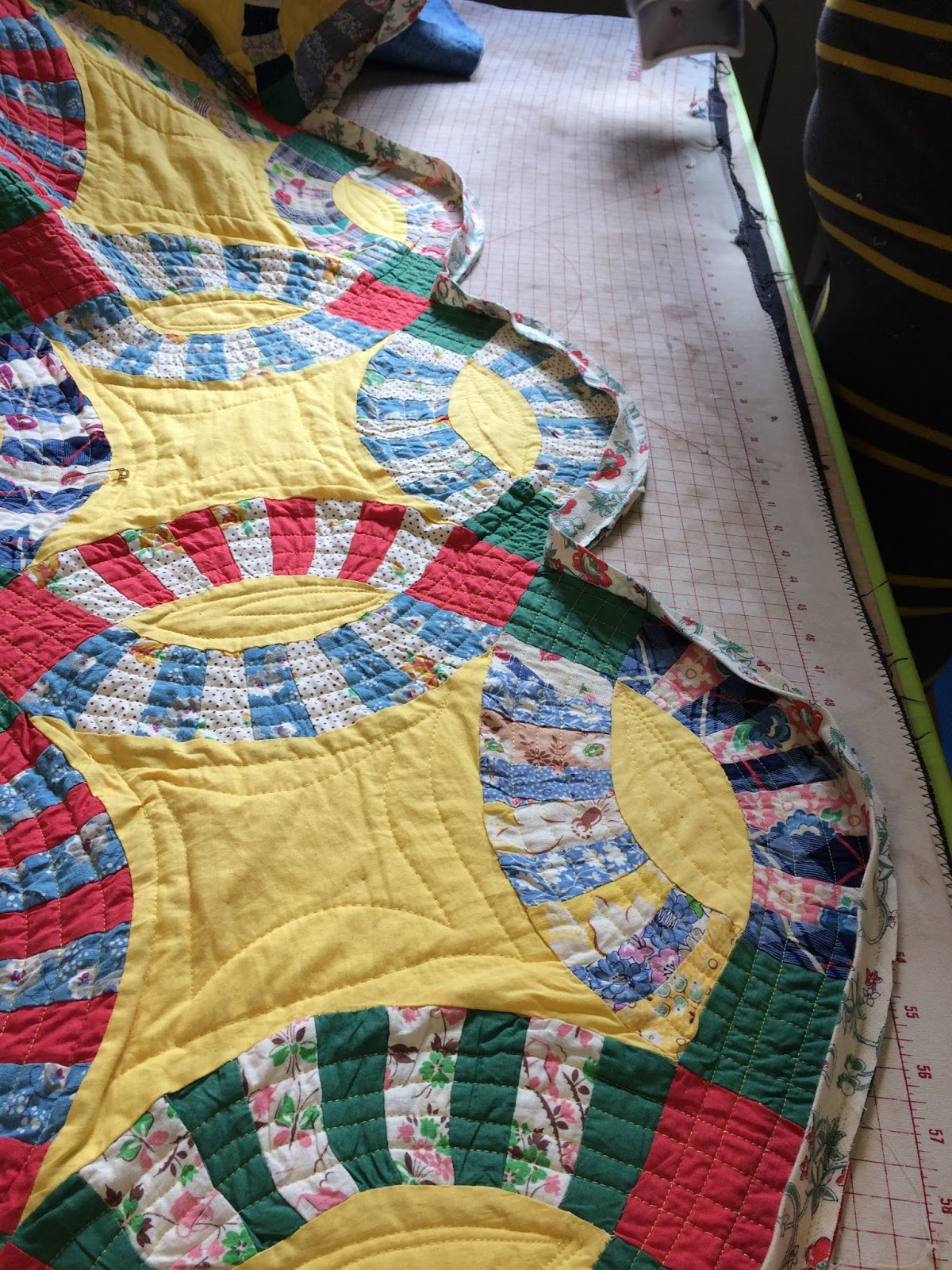 Patty Quot The Quilt Lady Quot Binding A Wedding Ring Quilt And