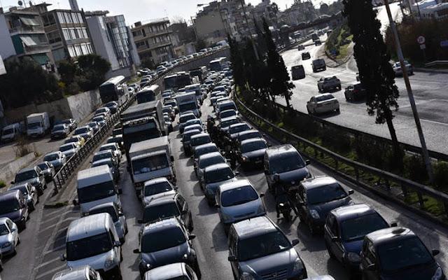 Κατά 355,3% «εκτοξεύτηκαν» οι πωλήσεις των αυτοκινήτων στη χώρα τον Απρίλιο φέτος.