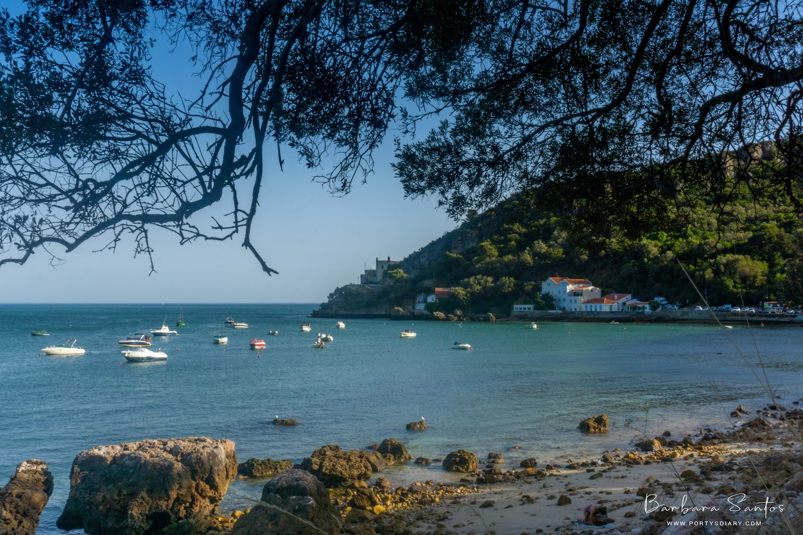 Travel | Find a beach paradise, just 1 hour away from Lisbon. Clear waters, surrounded by mountains. Come visit Arrábida. All photos with Sony a6000 by Barbara Santos for www.portysdiary.com