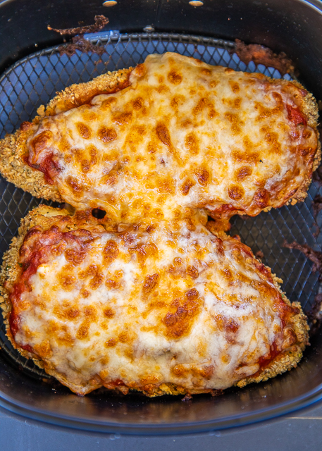 Air Fryer Chicken Parmesan - all the flavor and none of the fat! I am OBSESSED with this crunchy and delicious chicken! SO easy to make and ready in about 10 minutes. Chicken cutlets, eggs, flour, Italian breadcrumbs, panko breadcrumbs, parmesan cheese, spaghetti sauce and mozzarella cheese. Serves with a simple side salad and dinner is done! #airfryer #chicken