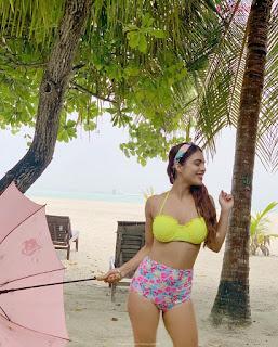 Neha Malik in Yellow Bikini Beautiful Actress Model in Spicy Yellow Bikini Pics .XYZ Exclusive 10
