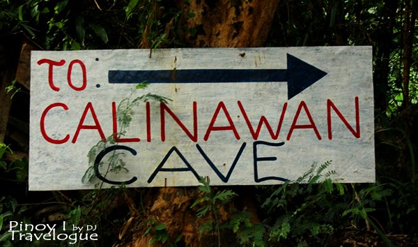 Signage pointing to Calinawan Cave