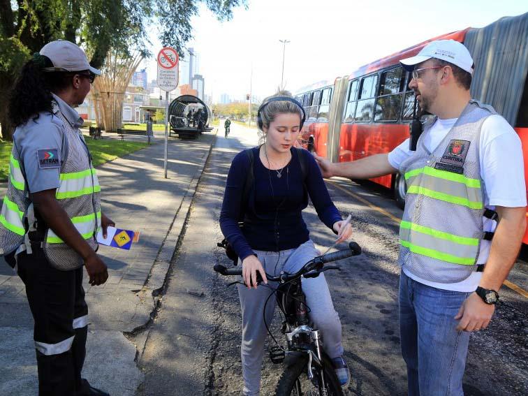 Multas para pedestres e ciclistas podem começar em 180 dias