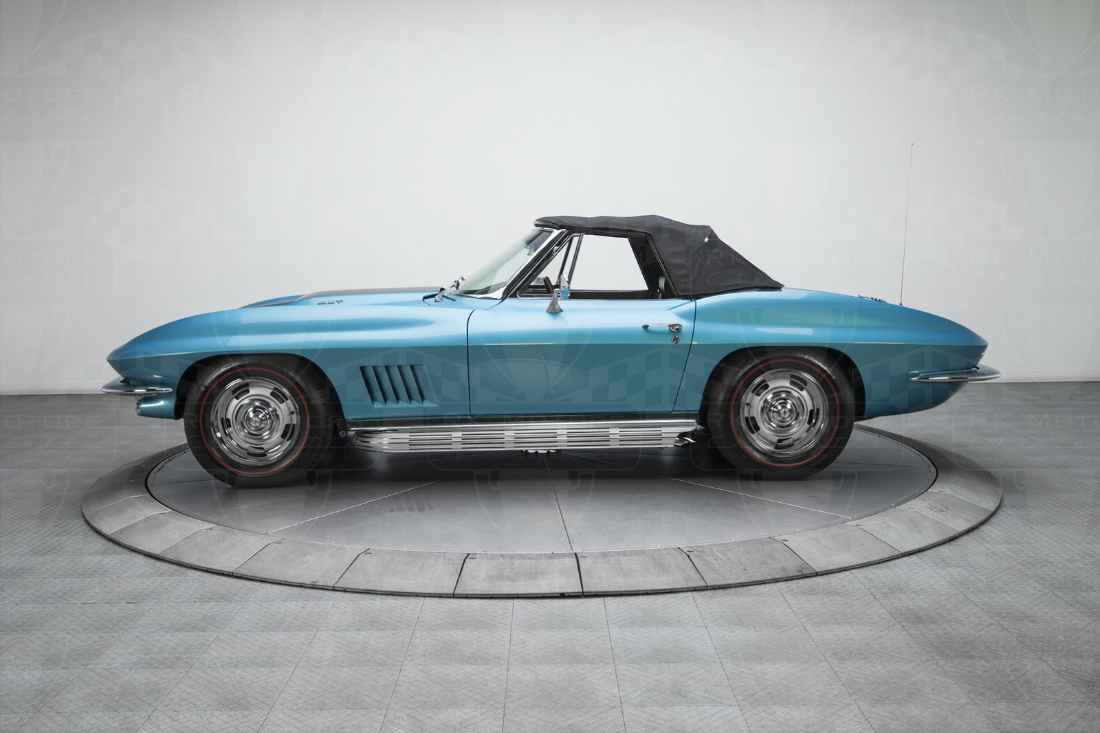1967-Chevrolet-Corvette-Sting-Ray17.jpg