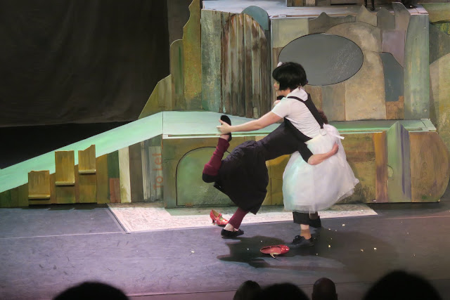 Snow White versus the cleaner Puppet Panto The Berry Theatre