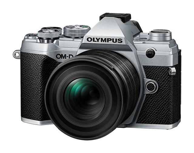Объектив Olympus M.Zuiko Digital ED 20mm f/1.4 Pro с камерой