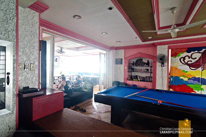 Pink Hostel Manila Billiards and Lounge