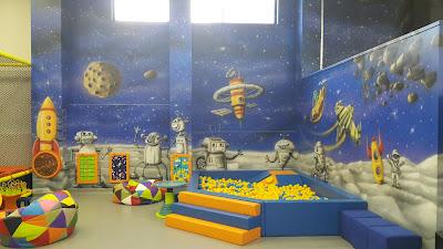 Malowanie ścian w bawialni, Kolorowa sala zabaw dla dzieci, malowanie obrazów 3D na ścianie w bawialni, graffiti 3D