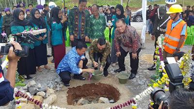 Menpora Lakukan Peletakan Batu Pertama Pembangunan Stadion Sepakbola di Universitas Malahayati
