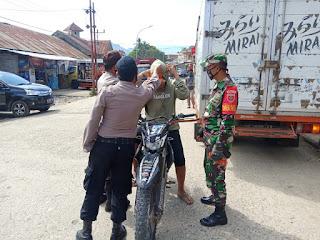 Personil Polsek Baraka Bersama Gabungan TNI Dan Pol PP Melaksanakan Operasi Yustisi