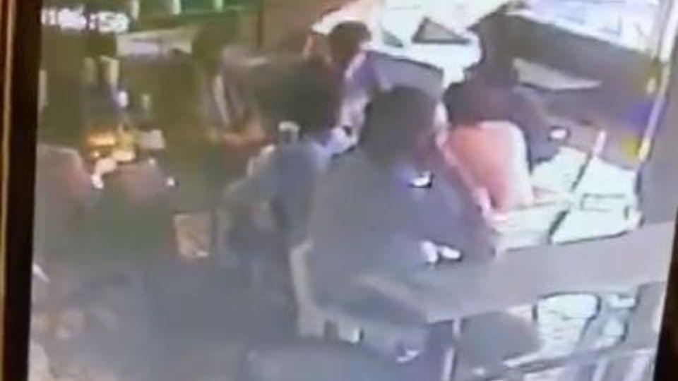 Video; Asaltan a Diputado Federal de Morena en un cafetería vecina al Senado de la República en la CDMX