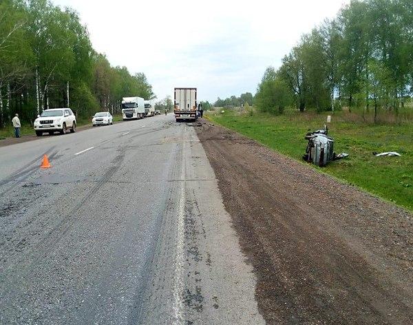 В Башкирии произошло ДТП с участием «десятки» и грузовика: погиб мужчина
