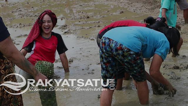 [FOTO] Keseruan Mebale dan Melendong dalam Event Kemilau Toraja