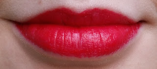 Avon Ultra Colour 3D Plumping Lipstick Power Trip Lip Swatch