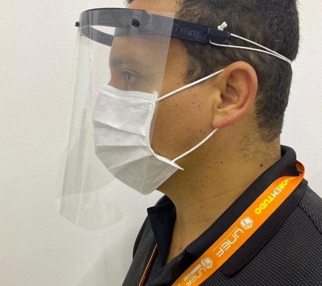 Cursos de engenharias da Unef produzem protetores faciais para profissionais de saúde