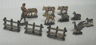 Civilian Toy Figures, Cows, Dogs, Farm and Zoo, Farm Animals, Farm Toys, Farming Figures & Animals, Goats, Goose, Horses, Lead Flats, Lead Models, Lead Toy Animals, Lead Toy Figures, Scenic Model, Small Scale World, smallscaleworld.blogspot.com, Swan, Unknown, Unknown Metal Figures,
