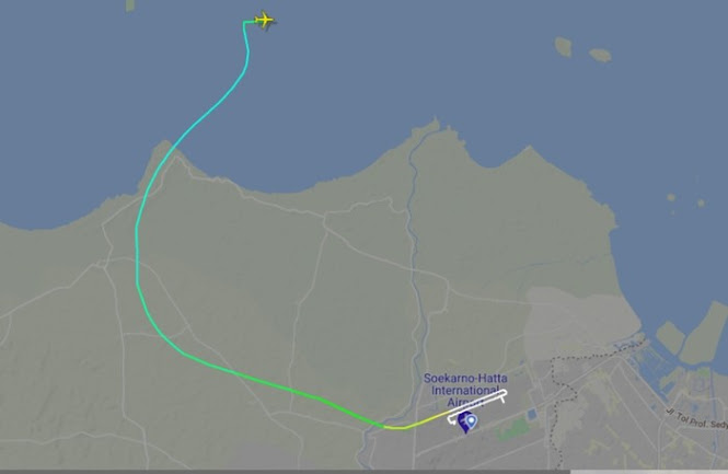 FlightRadar24 pesawat sriwijaya air hilang kontak