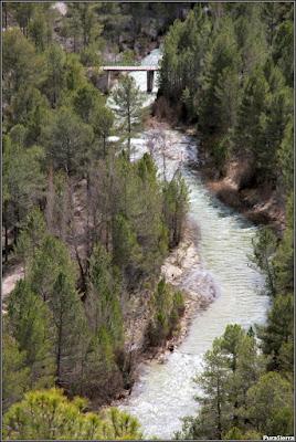 Puente sobre el Río Escabas