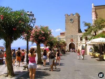 Porta di Mezzo Piazza IX Aprile, Taormina | Sicily, Italy | wayamaya