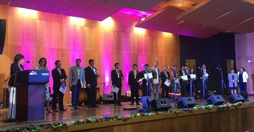 DRELM: Escuela José María Arguedas brinda reconocimiento a sus egresados - www.drelm.gob.pe