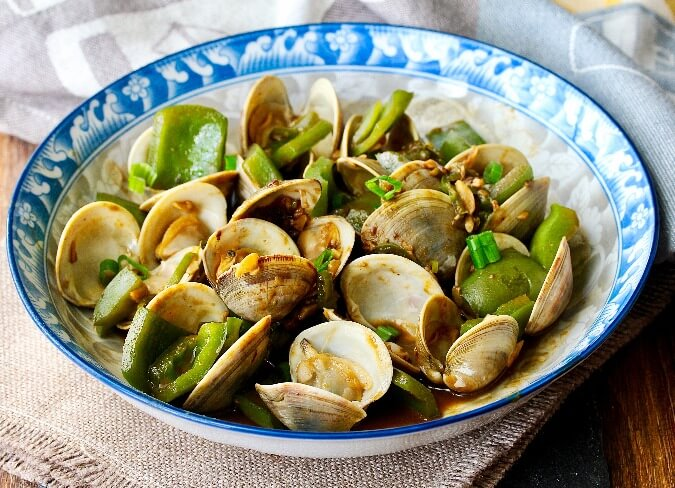 Stir-Fried Clams in Bean Sauce with Chilies and Green Peppers Recipe