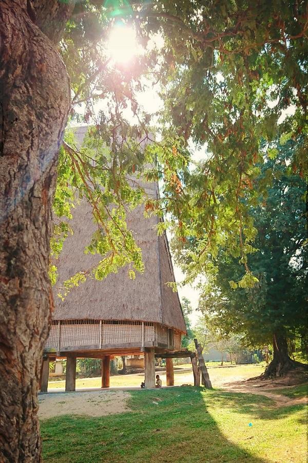 Nhà rông làng Kon Jơ Dri - Kon Tum