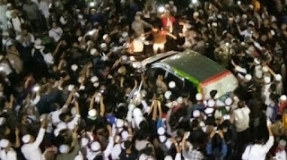 Dianggap selalu menyudutkan Islam Peserta Aksi 112 Usir Paksa Mobil Kompas TV di Kawasan Masjid Istiqlal - Commando