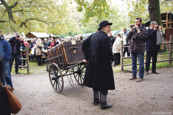 aliciasivert, alicia sivertsson, skansen, skansens höstmarknad, market, autumn, sala-janne, koffert