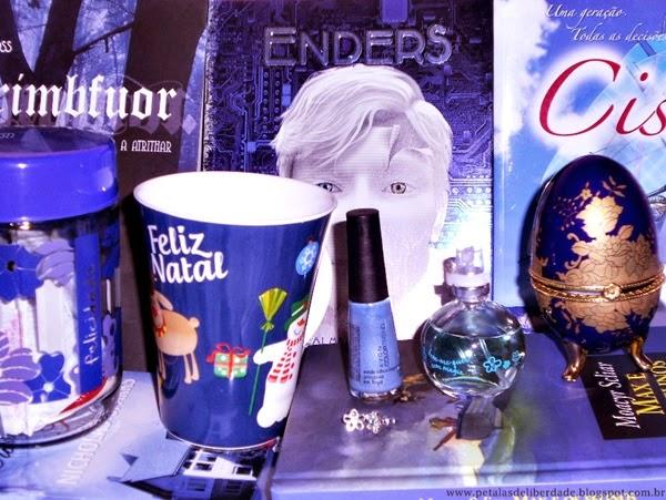 objetos azuis, livros, azul, pode das lembranças, caneca, Natal, perfume Jequiti, esmalte Avon, porta jóias