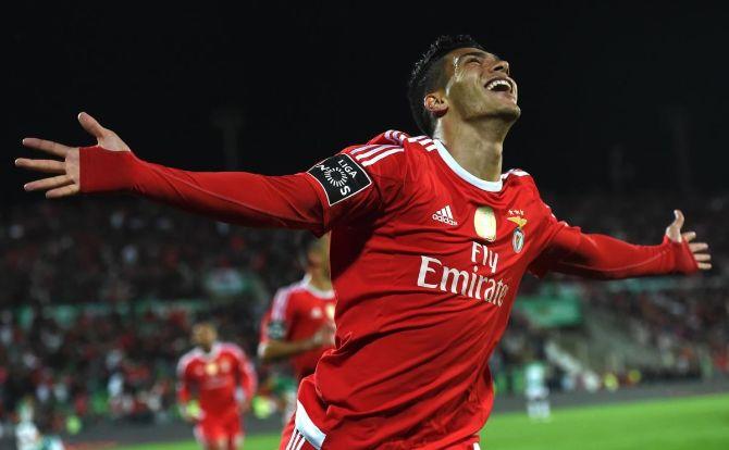 Vamos Raúl. Marca mais este golo.