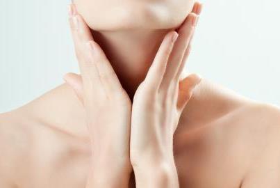 Tips Memutihkan Kulit Leher yang Gelap