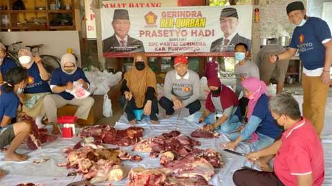 DPC Gerindra Purworejo Sembelih Hewan Kurban Bersama Prasetyo Hadi