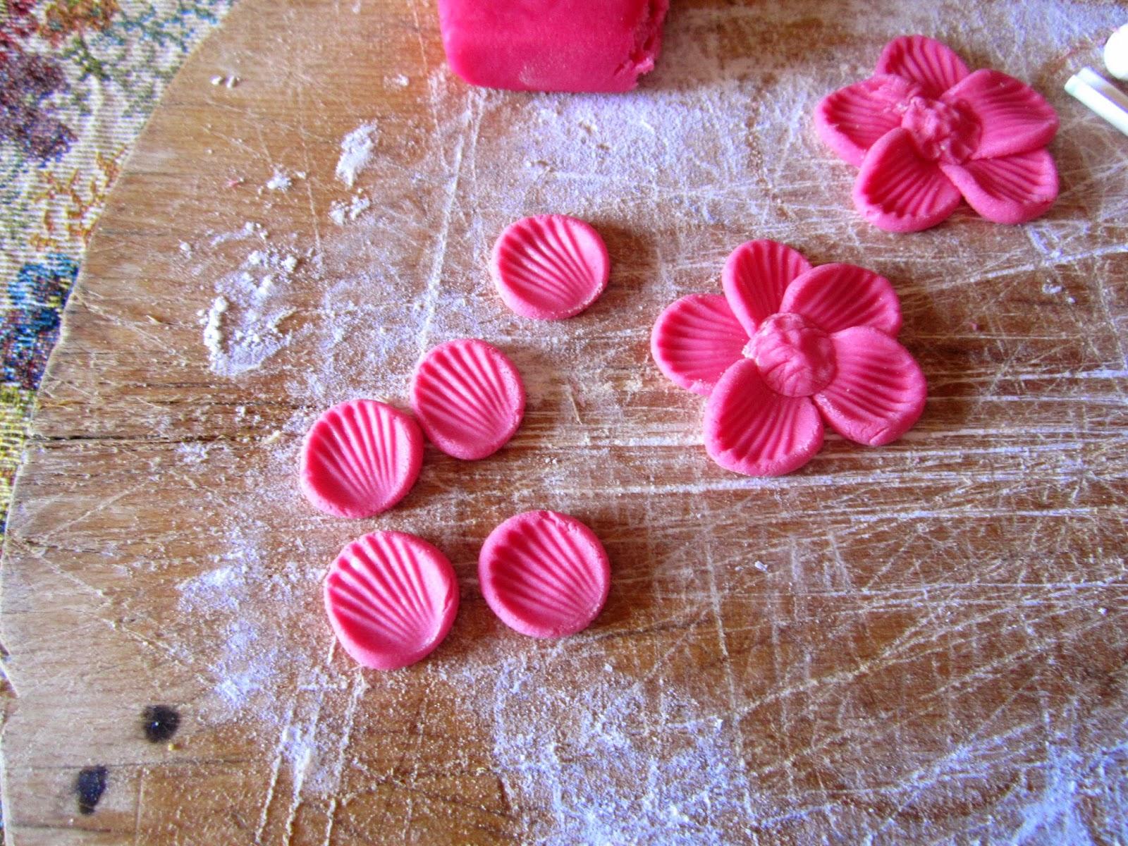 Facili idee tutorial fiori 5 petali con pasta di for Fiori con la l